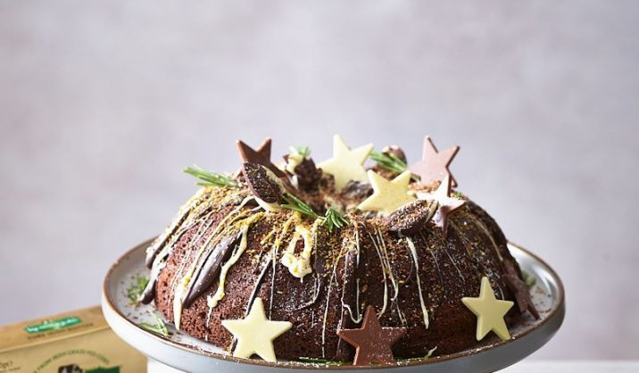 This is simple, but beautiful addition to your Christmas table. A bundt cake is a rich and moist cake. You will need a special bundt tin for this recipe, but you can of course use a standard tin if you wish.