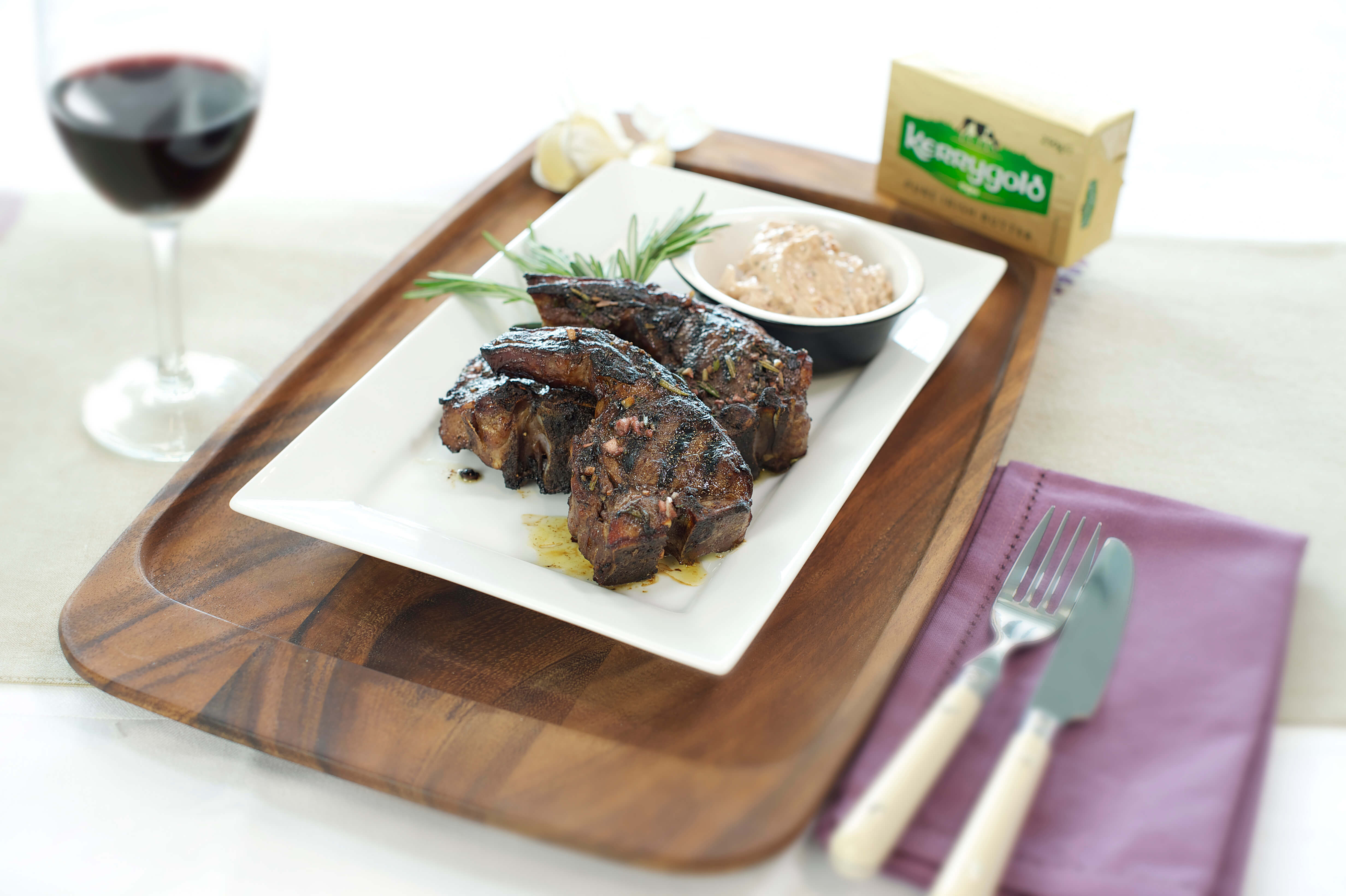 Lamb chops with red wine, rosemary and garlic butter ...